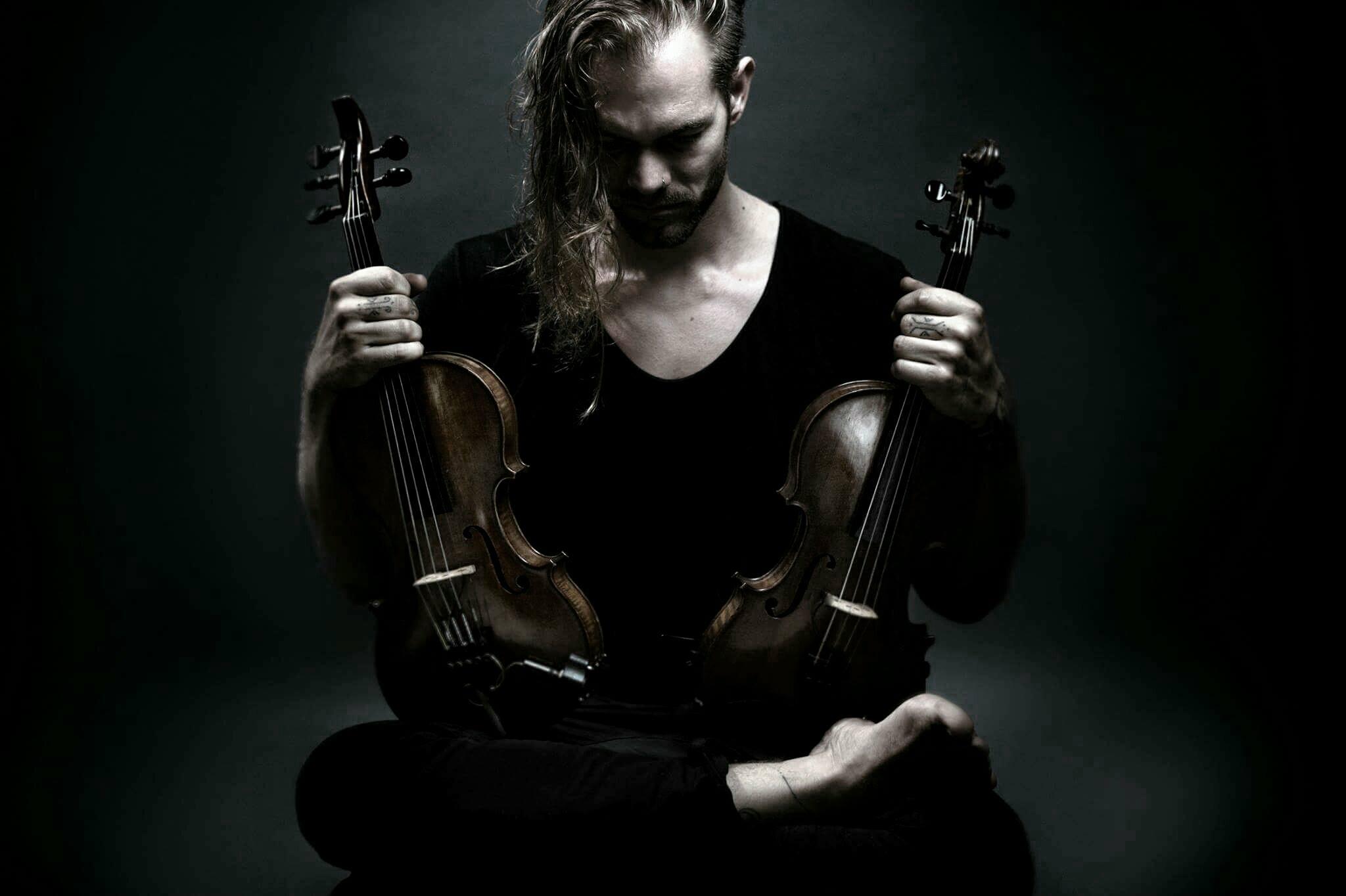 Son violon en boucle